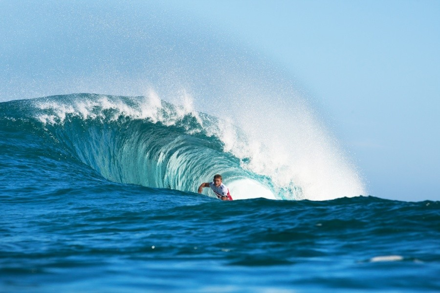 Dusty Payne (HAW) deep inside the Backdoor bowl section.   © ASP / Cestari