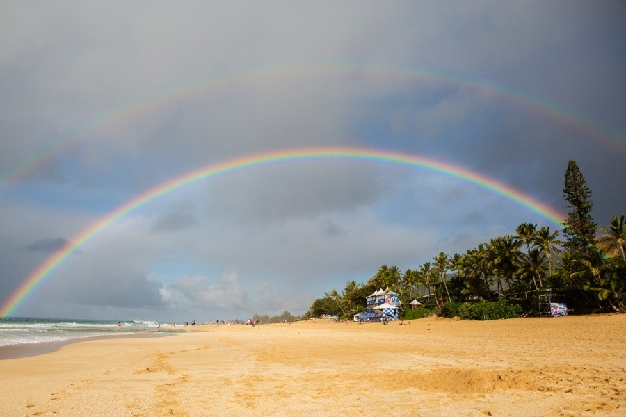 Double rainbow over Pipe, a good omen for the anticipated swell and World Title showdown.   © ASP / Kirstin