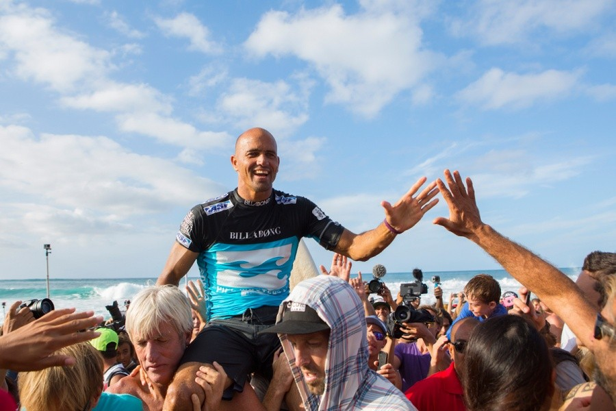 Kelly Slater wins the Billabong Pipe Masters for a record seventh time defeating John John Florence in the final.   © ASP / Kirstin