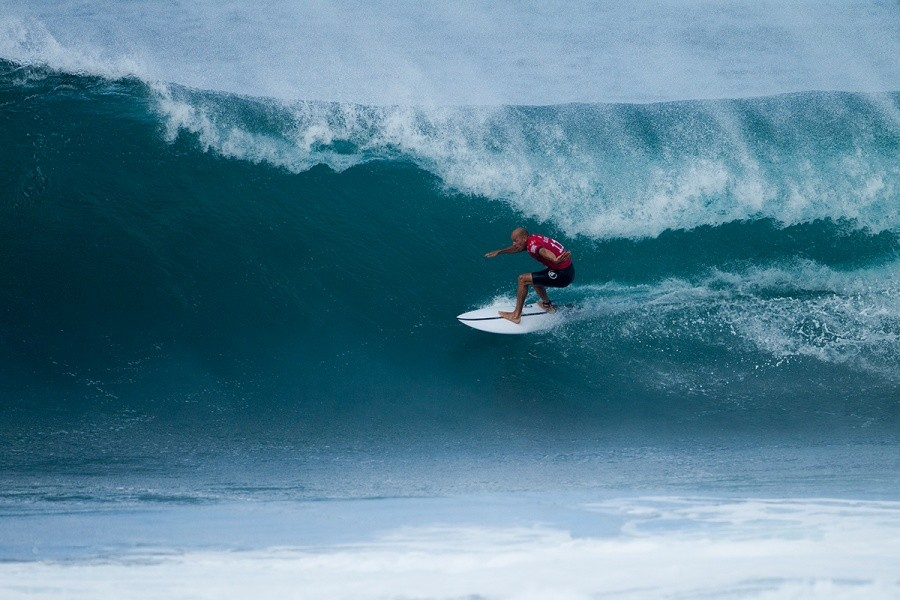 Kelly Slater during Round 1 of the PIpe Masters.   © WSL / Kirstin