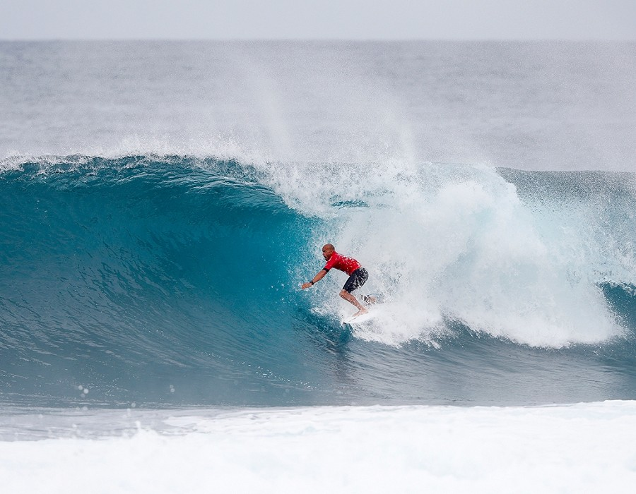Kelly Slater placed second in Semifinal Heat 2 of the Billabong Pipe Masters.   © WSL / Poullenot