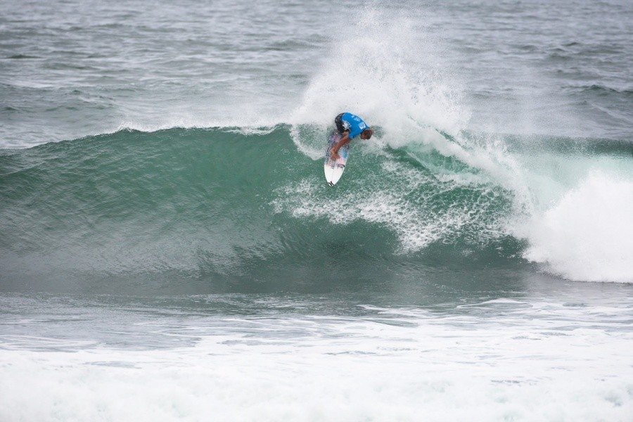 Koa Smith (HAW) is into Round 2 of the REEF Hawaiian Pro at Haleiwa.   © ASP / Cestari