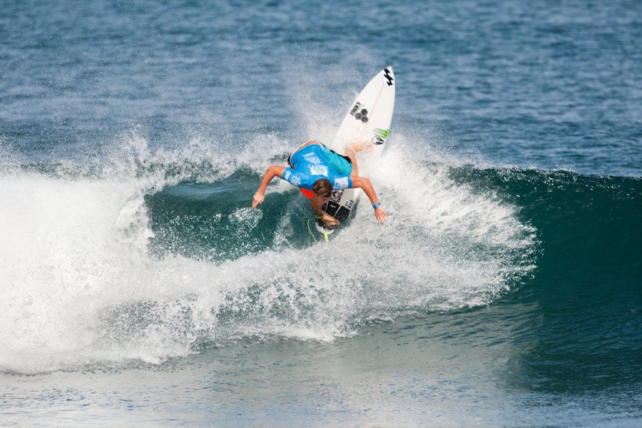 Dale Staples (ZAF) continuing his rampage of high scoring heats with 17.46 points in Round 3.   © ASP / Cestari