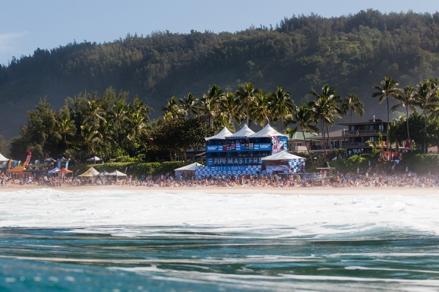 It is a good day to come and view the Billabong Pipe Masters at Pipeline.   © ASP / Cestari