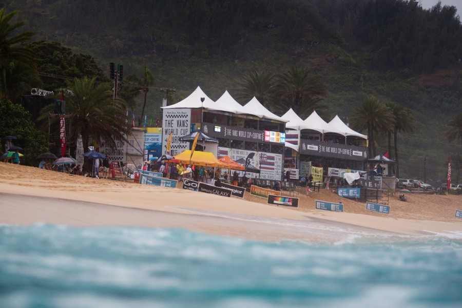 It may have rained alot but that was not going to damped the spirits on the final day of the VANS World Cup of Surfing at Sunset Beach.   © ASP / Cestari