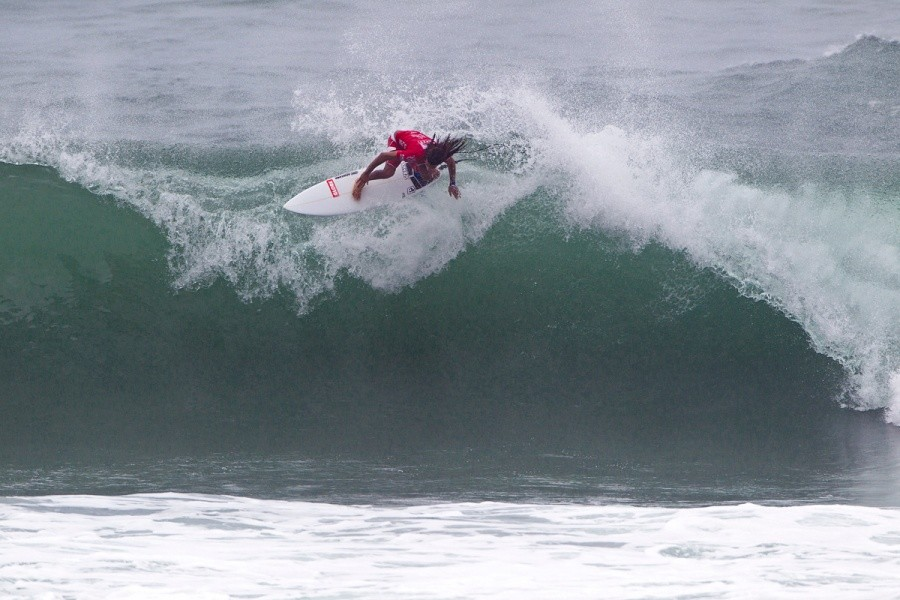Adrien Toyon (FRA) pulled off this air drop floater and landed himself in the next round.   © ASP / Rowland