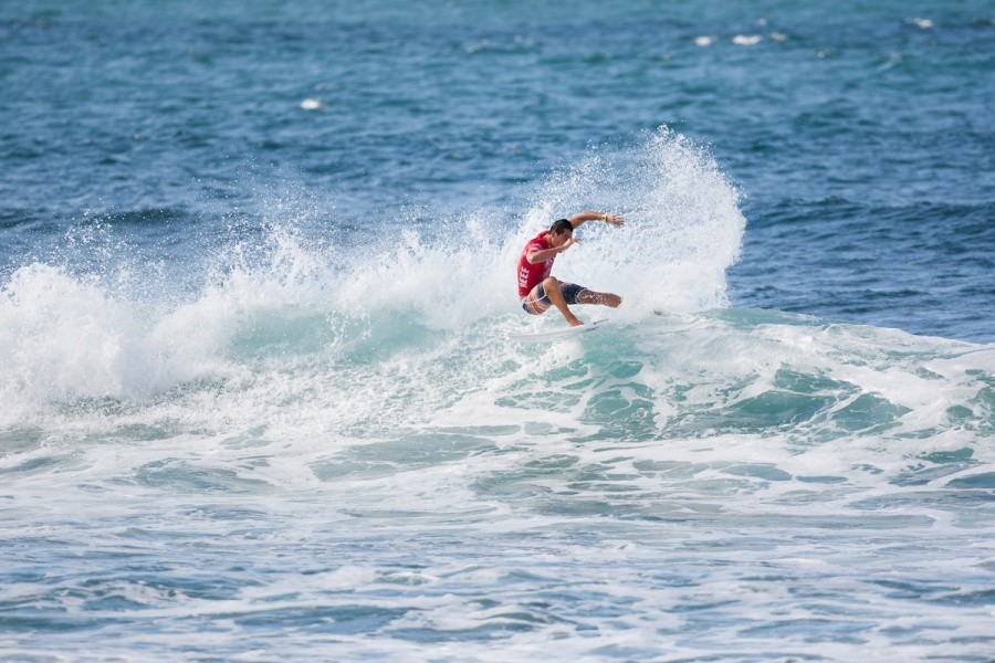 Evan Valiere (HAW) finds himself advancing to the quarterfinals.   © ASP / Cestari