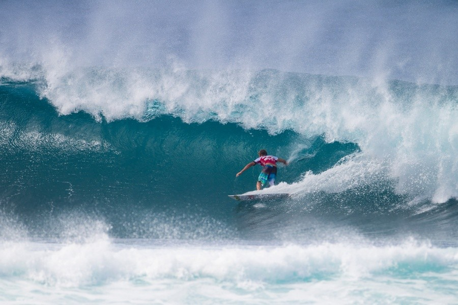 Sebastien Zietz earns the first perfect 10 of his years Pipe Masters.   © ASP / Kirstin