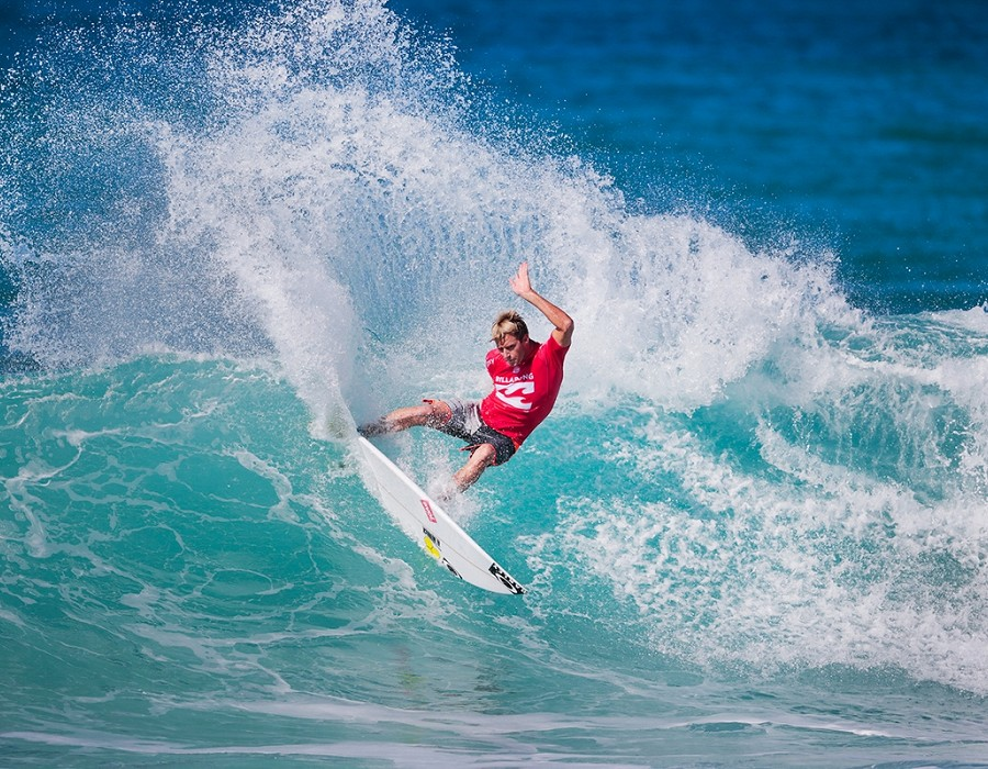 Sebastian Zietz placed third in Heat 11 of Round One of the Billabong Pipe Masters at Pipeline.   © WSL / Heff